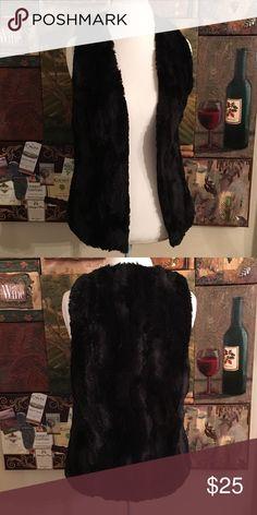 ARIZONA JEAN COMPANY BLACK FAUX FUR VEST small ARIZONA BLACK FAUX FUR VEST. SIZE SMALL. LIKE NEW Arizona Jean Company Jackets & Coats Vests