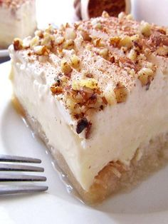 Greek Ekmek Kataifi - Syrupy Shredded Pastry And Cream Dessert Greek Sweets, Greek Desserts, Layered Desserts, Baking Recipes, Cake Recipes, Dessert Recipes, Party Recipes, Ekmek Kataifi Recipe, Kataifi Pastry
