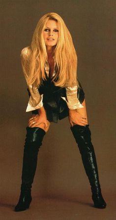 Brigitte Bardot - Photo posted by koketabella - Brigitte Bardot - Fan club album Bridgitte Bardot, Pantalon Vinyl, Motard Sexy, Tammy Rivera, Emmanuelle Béart, Lange Blonde, Beautiful People, Beautiful Women, Actrices Sexy
