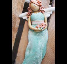 Słodka i urocza anielinka w żywych barwach:) Recznie wykonana i malowana. 24 x 13