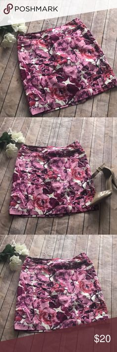 Loft pink white floral mini skirt This pink and white mini skirt from loft is perfect for summer and spring. Slight slit in back for comfortable wear. No stretch in waist.   Offers welcome! LOFT Skirts Mini