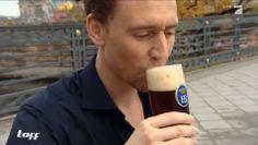Thor 2-Star Tom Hiddleston (Loki) als Beifahrer - Stars in Cars | taff
