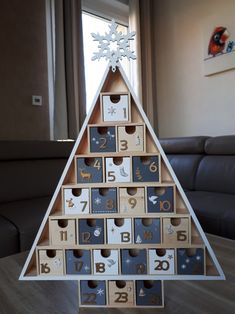 Advent Calendar House, Christmas Tree Advent Calendar, Wooden Advent Calendar, Christmas Crafts, Christmas Decorations, Holiday Decor, Homemade Advent Calendars, Creation Deco, Wooden Diy
