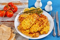 baked chicken breas on white plate White Plates, Baked Chicken, Risotto, Macaroni And Cheese, Pork, Healthy Eating, Pasta, Beef, Meals