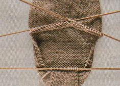 nit socks: turning the heel How to knit socks in 8 simple steps Crochet Beanie Pattern, Crochet Stitches Patterns, Knitting Stitches, Knitting Socks, Crochet Yarn, Stitch Patterns, Knitting Patterns, Knit Socks, Cosy Socks