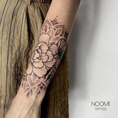 Elbow Tattoos, Cool Tattoos, Arm Tats, Geometric Tattoo Design, Classic Tattoo, Sleeve Tattoos For Women, Body Mods, Flower Tattoos, Tattoo Inspiration