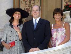 monakijskie rodzeństwo w roku 2005: księżna Hanoweru Caroline, książę Monako Albert II i księżniczka Monako Stephanie