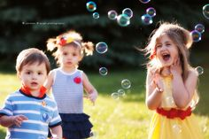 Colorful Outdoor Family Portraits ~ Candy and triplets and bubbles, oh my! » Akron Wedding and Portrait Photographers Carman & Pugh Photography