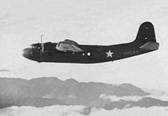 Douglas DC-5.Douglas C-110 de la Fuerza Aérea del Ejército de los Estados Unidos sobrevolando Nueva Guinea en 1942.