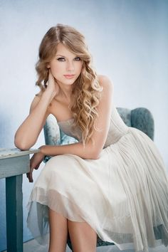 taylor swift  id like this pose if it was at least cropped from the waste up, for a guy