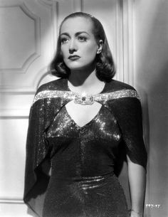 Publicity still of Joan Crawford for The Bride Wore Red (1937)