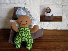 lief klein babypopje (12 cm) in trappelzak/omslagdoek