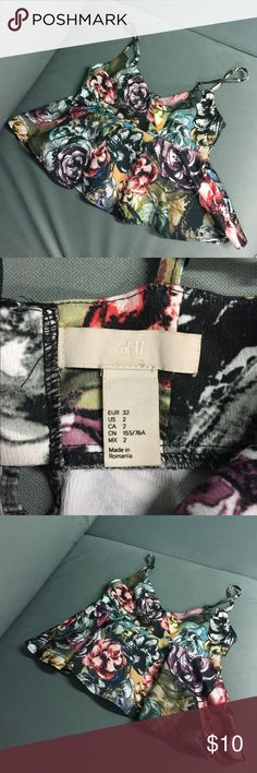 H&M FLORAL DESIGN PRINT FLOWY CROP TOP Crop top with beautiful flower print. Size 2. Adjustable straps and hook closure. Cute and flirty. In excellent condition ❤️. Looks love with shorts, high waisted jeans or pants or body con skirt or leggings. H & M Tops Crop Tops