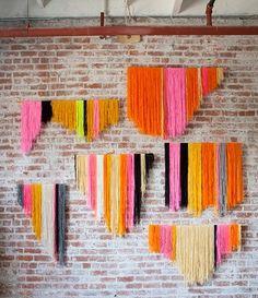 Renkli iplerle istenilen orantıda ölçü verilip kesilen iplerle duvar süsü yapmak