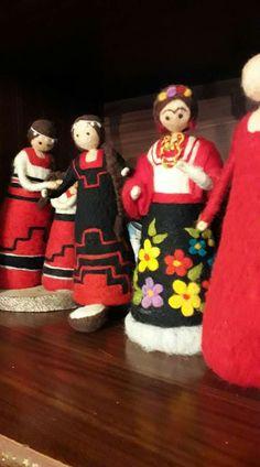 Nuno Felting, Elf On The Shelf, Mandala, My Favorite Things, Holiday Decor, Waldorf Crafts, Felted Wool Crafts, Fairy Dolls, Loom