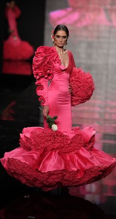 Cristina García, Simof 2015 Vogue Fashion, Fashion Wear, Girl Fashion, Fashion Show, Fashion Outfits, Flamingo Dress, Fantasy Dress, Mermaid Gown, African Fashion