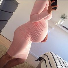 Image discovered by Giselle. Find images and videos about girl, fashion and cute on We Heart It - the app to get lost in what you love. Pregnancy Goals, Pregnancy Outfits, Pregnancy Photos, Pregnancy Clothes, Baby Bump Style, Mommy Style, Maternity Wear, Maternity Fashion, Maternity Style