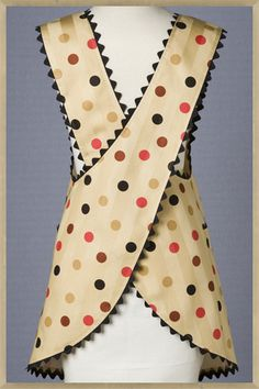 Would be good for a pottery apron. Polka Cafe apron - love this look, need to dig out my pattern and make some aprons up. Retro Apron Patterns, Apron Pattern Free, Vintage Apron Pattern, Aprons Vintage, Vintage Sewing Patterns, Retro Vintage, Fabric Crafts, Sewing Crafts, Sewing Projects