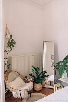 white bedroom minimal boho plants - hannelore veelaert for aupaysdesmerveill. Room Ideas Bedroom, Home Decor Bedroom, Airy Bedroom, Modern Bedroom, White Bedrooms, Ikea Bedroom White, Ikea Boho Bedroom, Ikea Room Ideas, Minimal Bedroom Design