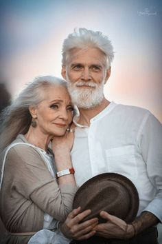 An elderly couple's photoshoot shows how they have transcended time to still be in love with each other. Older Couple Poses, Older Couples, Couples In Love, Cute Old Couples, Old Couple In Love, Older Couple Photography, Photography Poses, Ageless Beauty, Couple Photography