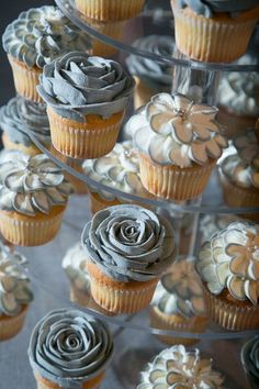 Floral Wedding Cakes Elegant wedding cupcake idea - gray frosted cupcakes with sugar flower detail {Little Blue Lemon Photography Frost Cupcakes, Wedding Table Flowers, Spring Wedding Flowers, Floral Wedding, Wedding Colors, Table Wedding, Wedding Bouquets, Wedding Cakes With Cupcakes, Mini Cupcakes
