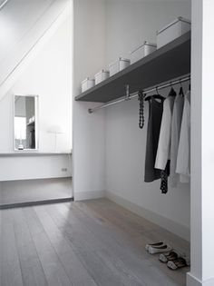 Master bedroom with dressing room and extra bathroom - by Dutch interior designer Natasja Molenaar ♥ - kapstok Walking Closet, Minimalist Closet, Minimalist Bedroom, Laundry Room Shelves, House Entrance, Entrance Halls, Home And Living, Interior Inspiration, Interior And Exterior