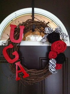 I want this UGA Wreath .... anyone want to make it for me? LOL