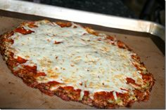 "Cook Lisa Cook: Cauliflower Crust Pizza Always looking for new ways to ""torture"" my oldest! Califlour Pizza Crust, Cauliflower Crust Pizza, Riced Cauliflower, Califlower Crust, Cauli Rice, Pizza Dough, Califlour Recipes, Cooking Recipes, Healthy Recipes"