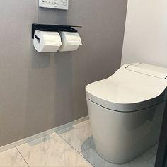 4LDKで、家族の、バス/トイレ/アクセントクロス グレー/アクセントクロス/パナソニックトイレ/パナソニックについてのインテリア実例。 「❁⃘パナソニック ❁...」 (2018-02-28 15:30:47に共有されました) Toilet Room, Toilet Paper, Washroom, Room Interior, House, Home Decor, Sheet Metal, Decoration Home, Room Decor