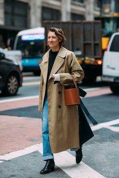 Street style at new york fashion week fall 2018 fashion trends New Fashion Trends, Fashion Tips For Women, New York Fashion, Womens Fashion, Fashion 2018, Fashion Brands, Look Fashion, Timeless Fashion, Spring Fashion