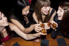 11 jeux d'alcool absolument géniaux dont vous n'avez jamais entendu parler ! Le 4 est vraiment à tester...