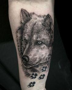 Wolf Tattoos, New Tattoos, Tattoo Style, Big Tattoo, Tattoo Studio, Tattoo Images, Tattoo Photos, Infinity Tattoo With Feather, Simple Henna Tattoo