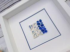 Ein schönes Stück aus handverlesenen Meer Keramik und echte Vintage Kobalt Seeglas erstellt. Dieser Artikel ist bereit, Schiff, erhaltet ihr das Stück oben fotografiert. Sie erhalten die Arbeit oben fotografiert und es wird in den nächsten Tagen ausgeliefert werden. Das Stück ist in einer weißen oder schwarzen 25 cm (10) x 25 cm (10) Rahmen präsentiert.