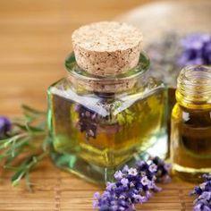 Essential oils for Our Soaps: Lavender - Aceites esenciales Para Nuestros Jabones: Lavanda Best Essential Oils, Essential Oil Blends, Remedies For Menstrual Cramps, Menstrual Migraines, Menstrual Cycle, Lavender Benefits, Natural Hair Moisturizer, Natural Skin, Natural Herbs
