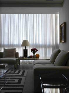 Black and grey home decor. Nova Conceição 1 / AMC