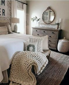 26 vintage bedroom decor ideas that not sacrificing the function for the sake of. 26 vintage bedroom decor ideas that not sacrificing the function for the sake of the style 12 Farmhouse Style Bedrooms, Farmhouse Bedroom Decor, Bedroom Rustic, Farmhouse Homes, Rustic Bedding, Antique Farmhouse, Farm Style Bathrooms, Rustic Entryway, French Country Bedrooms