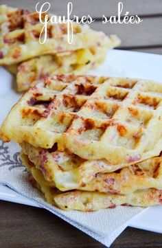 Gaufres salées pommes de terre lardons reblochon - The Best Breakfast and Brunch Spots in the Twin Cities - Mpls. Best Chicken Recipes, Salmon Recipes, Savory Waffles, Cooking Chef, Smoking Recipes, Salty Foods, Lunch Snacks, Tupperware, Best Breakfast