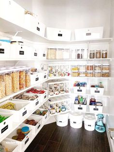 EASY Pantry Organization Ideas - I Heart Naptime - - Easy pantry organization storage ideas, tips and tricks to get your space organized in the new year! Small Pantry Organization, Kitchen Pantry Design, Pantry Shelving, Kitchen Pantry Cabinets, Kitchen Organization Pantry, Organization Ideas, Storage Ideas, Storage Solutions, Pantry Ideas