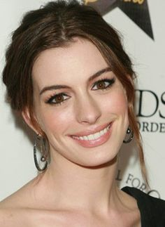 Celebrities - Anne Hathaway Photos collection You can visit our site to see other photos. Anne Hathaway Makeup, Anne Hathaway Photos, Anne Hathaway Body, Meryl Streep, Anne Jacqueline Hathaway, The Princess Diaries, Gorgeous Women, Beautiful People, Katharine Isabelle
