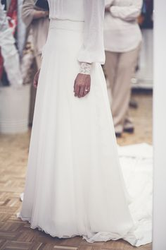 White long vintage dress with long lace embellished sleeve #bride