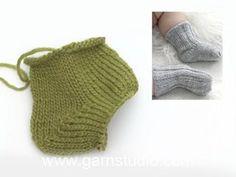 Botinhas tricotadas em canelado para bebés e crianças em DROPS Baby Merino