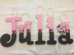 Minnie Mouse Wood Name Letters por EverYoungDesigns en Etsy Wooden Letter Crafts, Painting Wooden Letters, Painted Letters, Wooden Art, Letters For Kids, Monogram Letters, Wood Letters Decorated, Letter Wall, Letter Blocks
