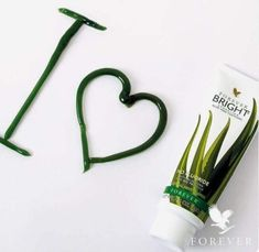 Forever Bright Toothgel is developed in collaboration with experts in the dental field. It is a fluoride-free toothpaste with Aloe Vera and bee propolis that cleans and gently polishes your teeth. A small dab is enough! Forever Aloe, Forever Living Aloe Vera, Aloe Barbadensis Miller, Aloe Vera For Skin, Aloe Vera Face Mask, Forever Bright Toothgel, Sante Bio, Forever Living Business, How To Apply Lipstick