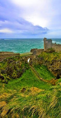 Enchanting Photos — Dunluce Castle, Northern Ireland photo via dana Places To Travel, Places To See, Places Around The World, Around The Worlds, Voyage Europe, Belle Villa, Ireland Travel, Ireland Vacation, British Isles