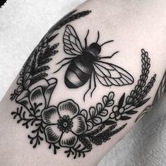 Myra Oh -- Bee tattoo Traditional Tattoo Bee, Traditional Tattoo Inspiration, Floral Tattoo Design, Sunflower Tattoo Design, Tattoo Designs, Mini Tattoos, Cute Tattoos, Small Tattoos, Tatoos