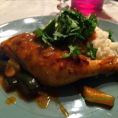 Hier soir, j'ai préparé une recette extra simple mais super savoureuse. Nous sommes très fan de la cuisine indienne et comme j'étais flemmarde et surtout toujours entre deux aller-retou…https://thecrazyoven.com/2016/09/23/cuisses-de-poulet-tandoori-express-aux-courgettes/ #cuisineindienne #tandoori #courgette #poulet