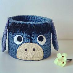 Crochet Home, Crochet Dolls, Crochet Yarn, Crochet Stitches, Crochet Basket Pattern, Knit Basket, Crochet Baskets, Crochet Toilet Roll Cover, Crochet Organizer