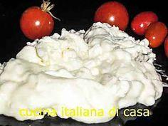 la ricetta dettagliata di come fare in casa lo squacquerone, formaggio cremoso della Romagna dal bassissimo contenuto di grassi, un modo anche per conoscere le tecniche della tradizione