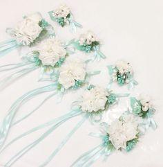 Бутоньерки и браслеты для гостей на свадьбе . Цена-150 руб-1 шт. #браслетыдляподружекневесты #браслетыдляподружек #бутоньеркидляподружек…