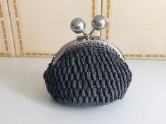 No te pierdas este artículo de mi tienda de #etsy: Monederos Monedas Hecho a Mano en Crochet y Forrado en Tela ( Coin Purses Handmade Crochet ) Etsy, Cotton Canvas, Hand Made Gifts, Coining, Hands, Budget, Tent, Handmade, Colors